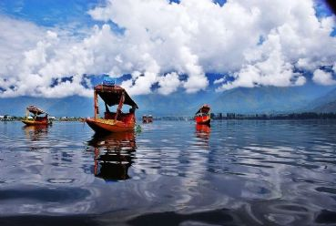 Visit Kashmir and the beautiful lands of Ladakh