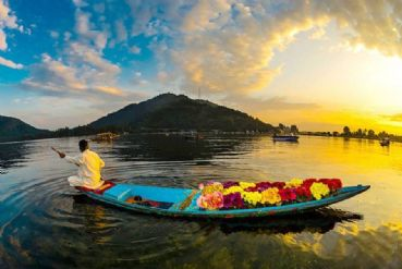 Romantic Gateway to Kashmir tour with driver